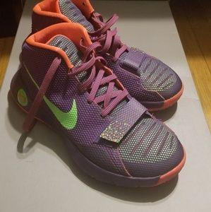Sneakers: KD Trey 5 III Men's Basketball shoe